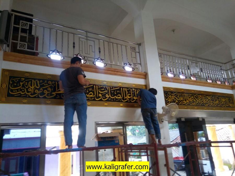 jasa penulisan kaligrafi masjid tulisan warna emas (4)