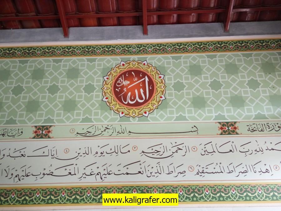 kaligrafi islami dinding samping mihrab (5)