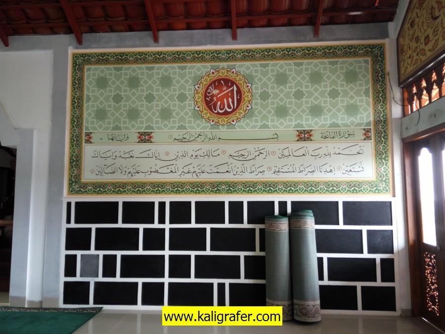 kaligrafi islami dinding samping mihrab (8)