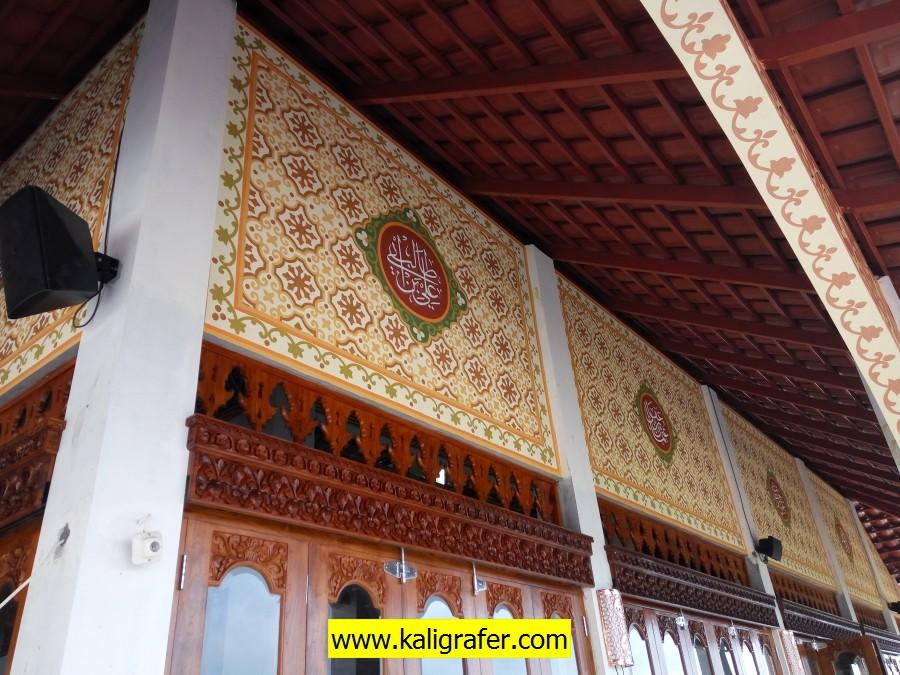 kaligrafi tembok luar masjid (2)