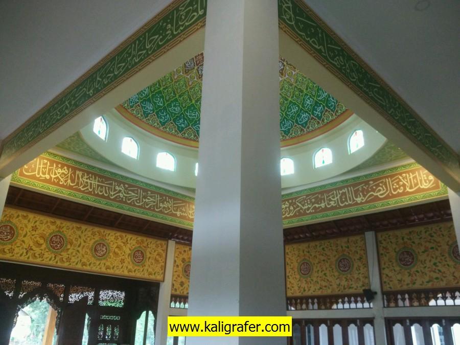 proses pengerjaan kaligrafi kubah masjid (3)