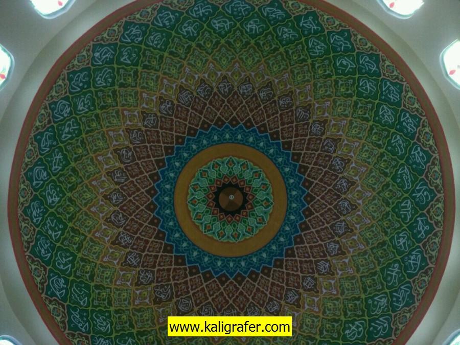 proses pengerjaan kaligrafi kubah masjid (7)
