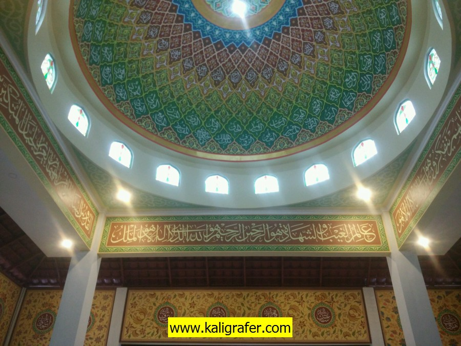 proses pengerjaan kaligrafi kubah masjid (8)