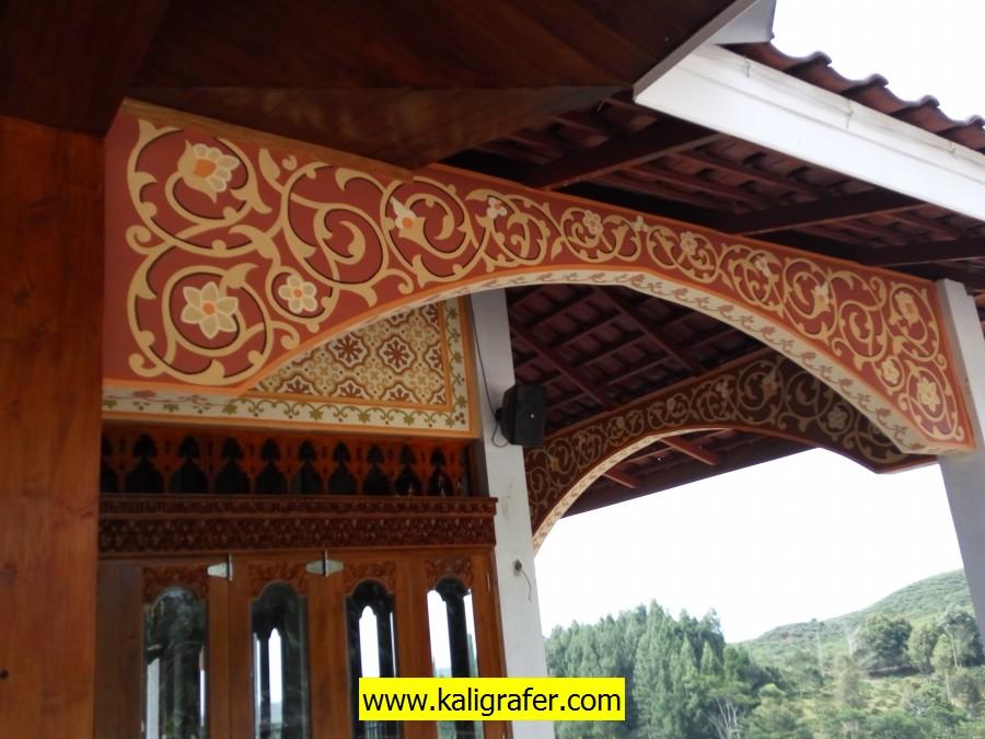 ornamen luar pada teras masjid Ar-Rahman Cienggang Sukabumi