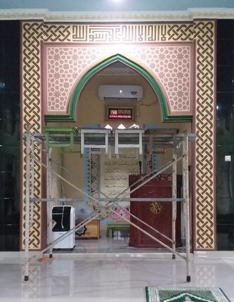kaligrafi dan ornamen mihrab masjid