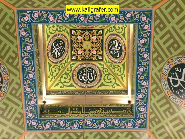 kaligrafi-plafon-masjid-warna-soft-5