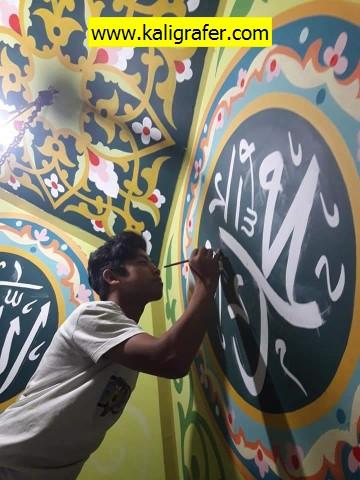 kaligrafi-plafon-masjid-warna-soft-7