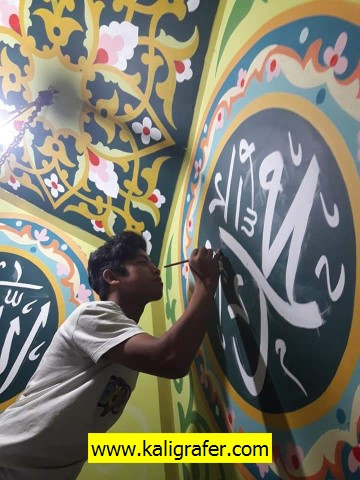 proses-pembuatan-kaligrafi-kubah-plafon-tripleks-4
