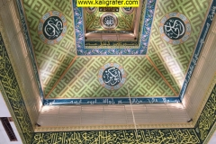 kaligrafi-plafon-masjid-warna-soft-2
