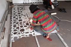 proses-pembuatan-ornamen-geometris-bahan-galvanis-besi-8